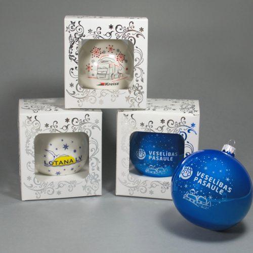 Ziemassvētku bumbas ar logo