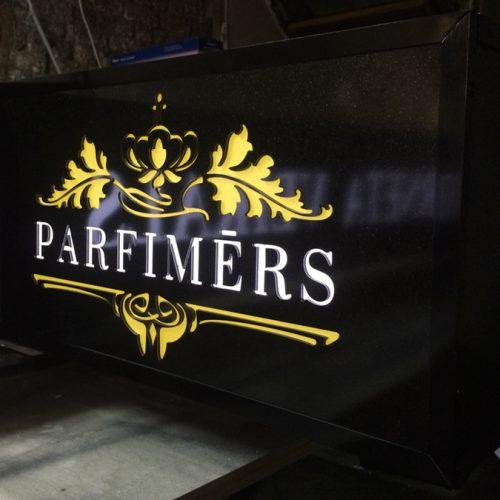 Gaismas kaste – Parfimērs