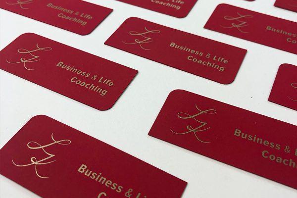 Nestandartas-formas-vizitkartes-sarkans-papirs-sietspiede