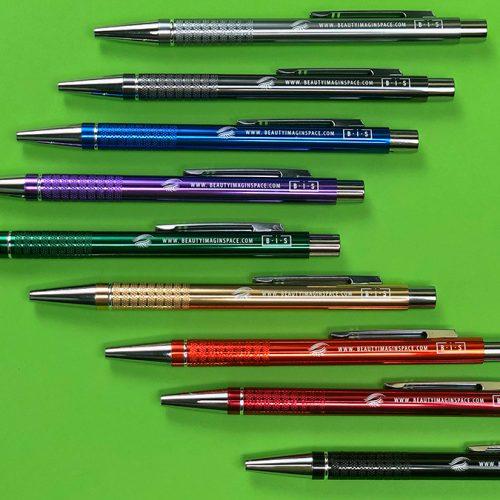 Pildspalvas ar gravējumu